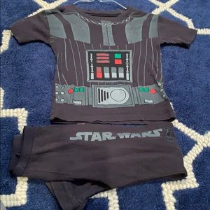 Size 6 Darth Vader 2 pc PJ set no holes or stains